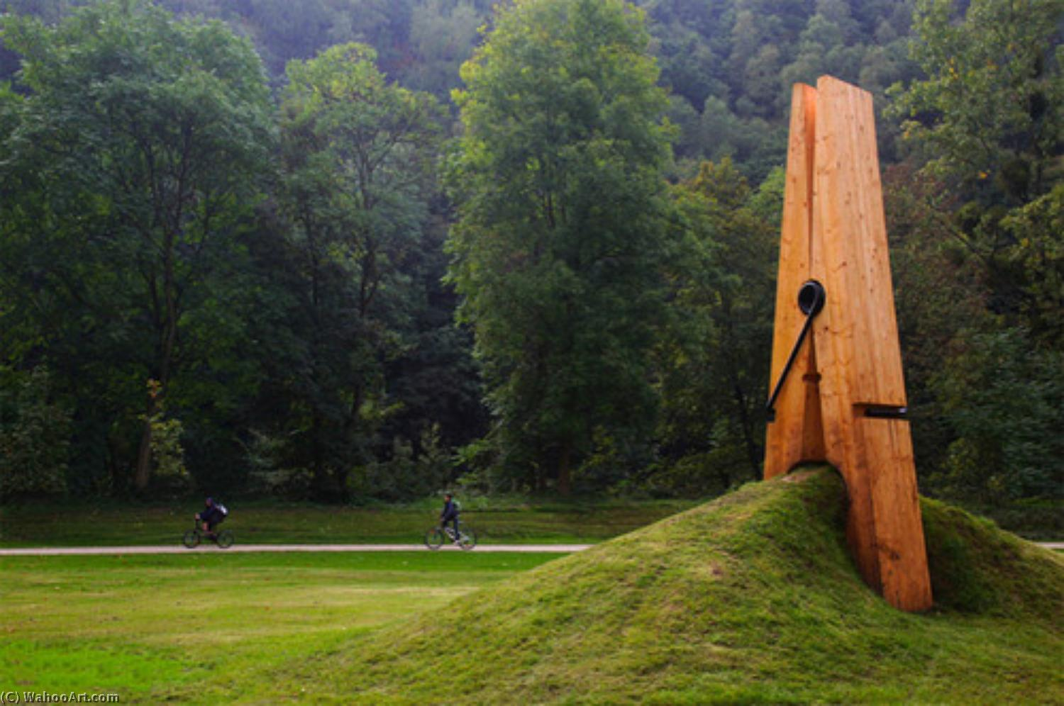 famous painting Giant clothespin of Claes Oldenburg