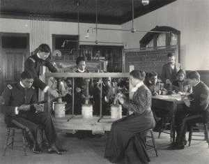 Frances Benjamin Johnston - Physics The screw as applied to the cheese press